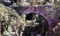 Avec sa cascade et le pont saint esprit qui enjambe la rivière